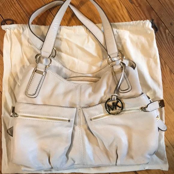 Authentic MICHAEL KORS Bag w  dustbag. M 5b4e219f45c8b3c41632a005 8ce9afd0e1835